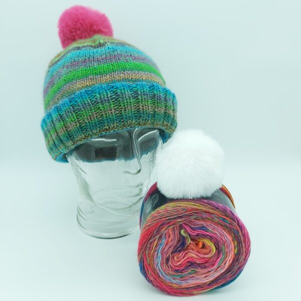 Pakket Double-Thick Cuff Hat Lana Grossa Colorissimo 007 met witte pompon